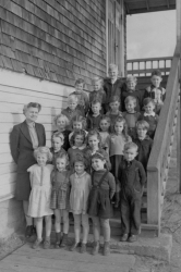 Edith McDermott with grade one class at No.1 school